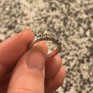 Jewelry - 5 stone diamond ring